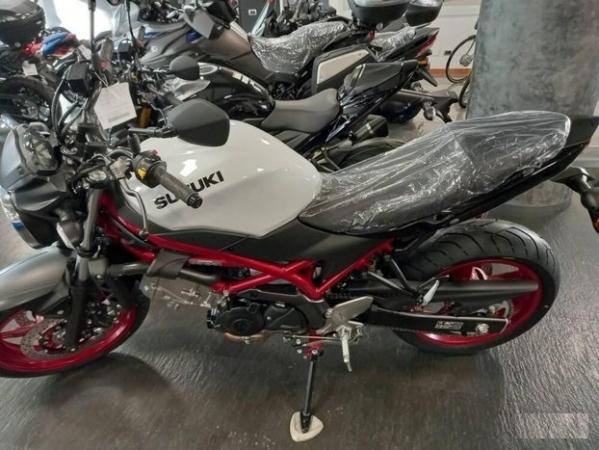 Suzuki SV 650 Moto e Scooter