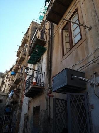 Piazza Ballarò 3 vani + 3 balconi Appartamenti