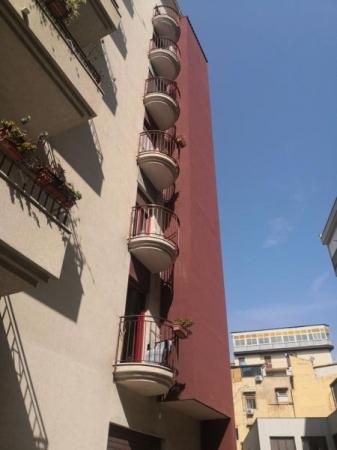 Cattedrale / Tribunale ampio 4 vani Appartamenti
