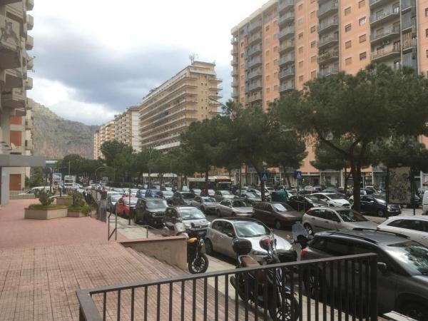 DEPOSITO di 46 Mq Zona STRASBURGO/ A.de de GASPERI Uffici e Locali commerciali
