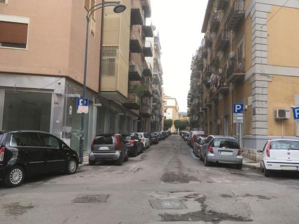 2 VANI di 58 Mq. Zona V. ROMA/ V. GUARDIONE Appartamenti