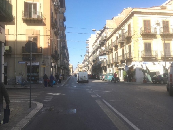 6 ½ VANI di 250 Mq Zona Corso Tukory/ Via Oreto Appartamenti
